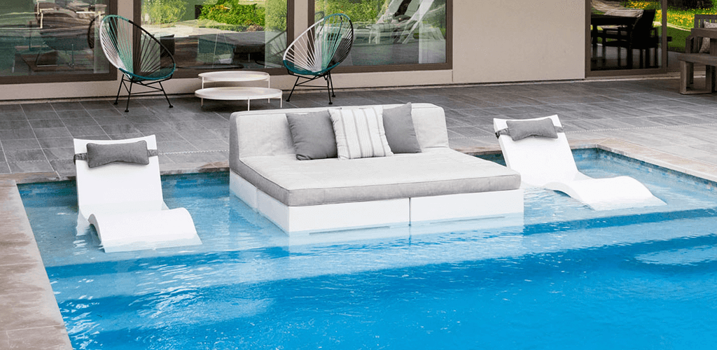Square sun beds for pools. GodoPools