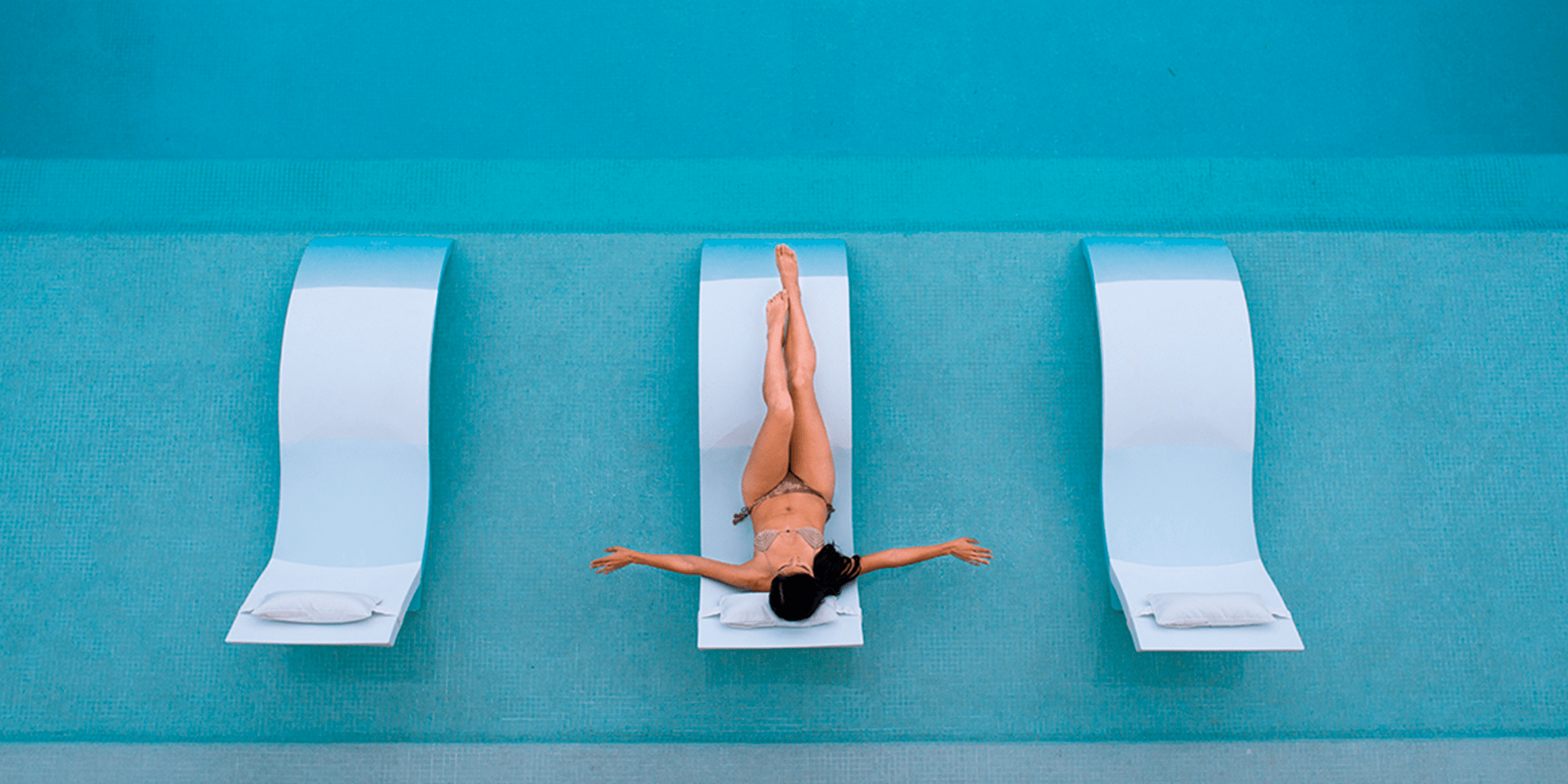 Deluxe pool loungers | Live the experience!