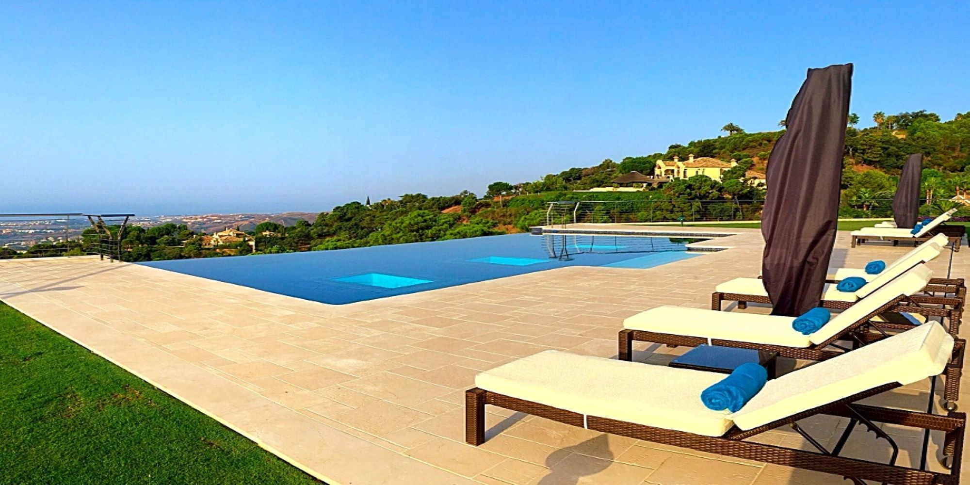 Swimming pool construction projects in Marbella: a variety of styles and materials